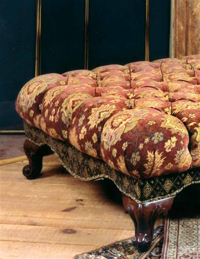 QUEEN'S TUFTED OTTOMAN