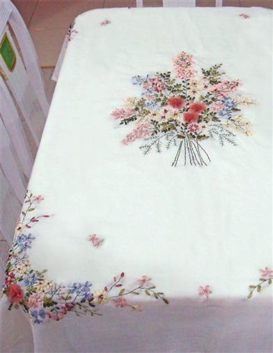 EMBROIDERED NOSEGAYS TABLECLOTH