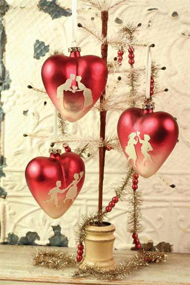 CRIMSON GLASS HEARTS (SET OF 3)