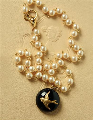 FREEFALL PEARL NECKLACE