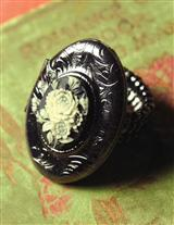ROSE IVOIRE LOCKET RING