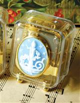 CHRISTMAS CAMEO MUSIC BOX (CANDLE)