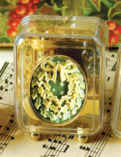 Christmas Cameo Music Box (Wreath)