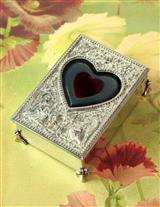 BLEEDING HEART CASKET ARTIFACTS BOX