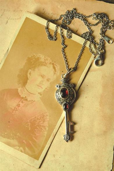 LOVERS' KEY PENDANT