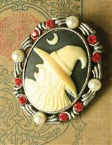 WITCH CAMEO BROOCH