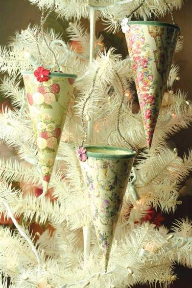 PRETTY PAPER CONES (SET OF 3)