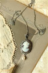 QUEEN ANNE CAMEO NECKLACE