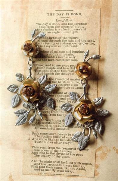 SHAKESPEAREAN ROSES EARRINGS