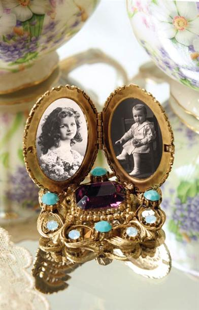 TWO LOVES LOCKET FRAME