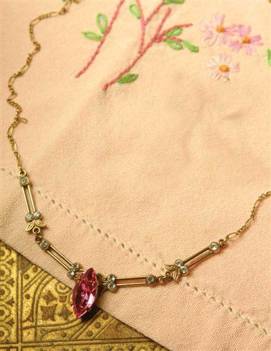 ROSE LAVALIER NECKLACE