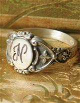 SIGNET ENGRAVED RING