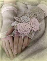 LOVEY-DOVEY GLOVES