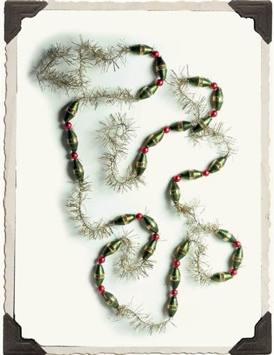 OLIVE CRANBERRY & DILL NOSTALGIC TINSEL GARLAND