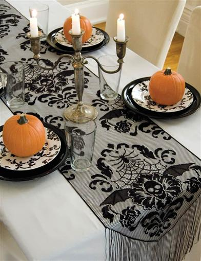 GOTHIC DAMASK FRINGED TABLE RUNNER