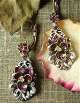 DEMURE VIOLETS EARRINGS