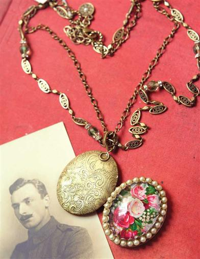 PEARL & ROSES LOCKET