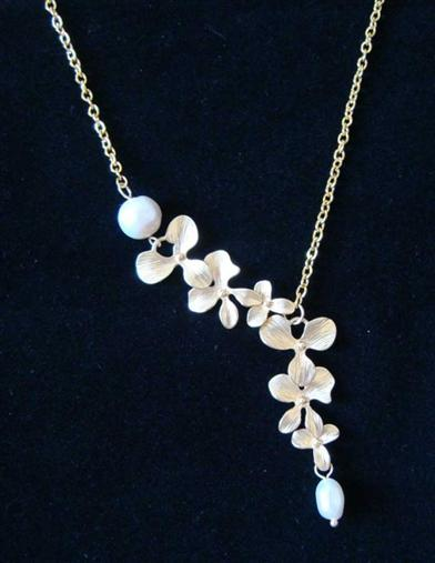 MISTLETOE NECKLACE