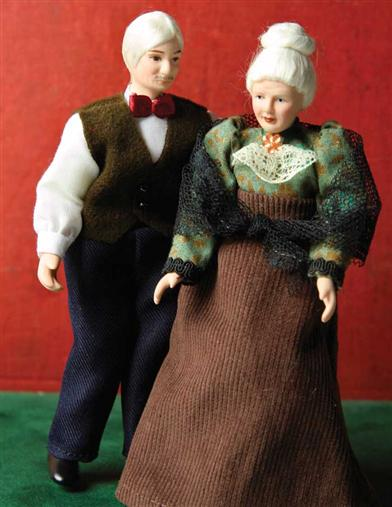 NANA & GRANDPAP DOLLHOUSE DOLLS