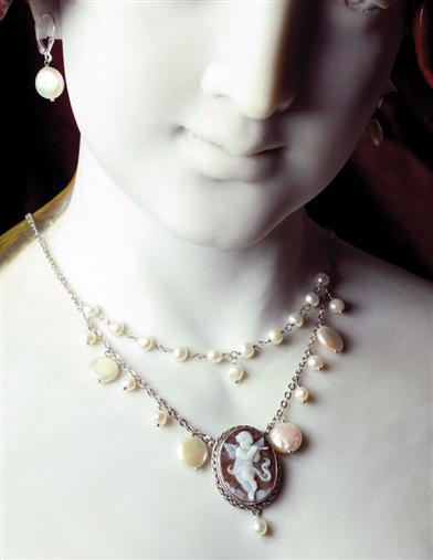 Cupidon Cameo Necklace