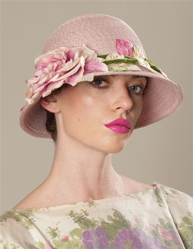 LOUISE GREEN LONG-STEMMED ROSE CLOCHE