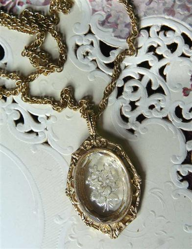 INTAGLIO STONE CRYSTAL NOSEGAY NECKLACE