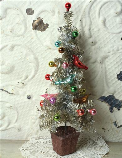 TEENSY TABLETOP TINSEL TREE