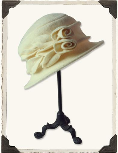 CREAM ROSES HAT AND HATBOX