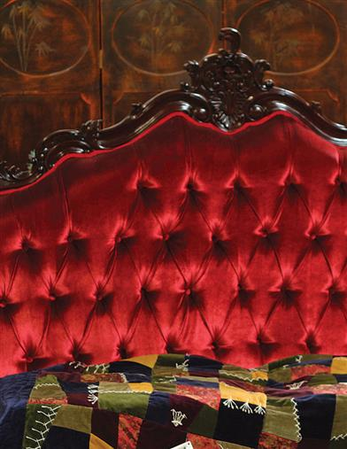 LOUIS XVI TUFTED VELVET BED