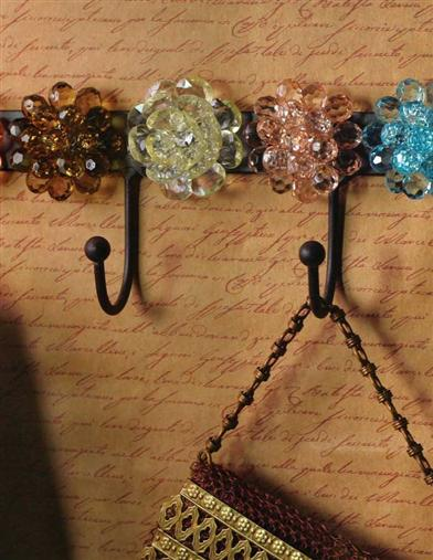 RUSTIC RETRO HOOKS WITH MAGNETIC FLOWERS