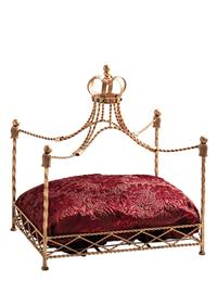 ROYALTY PET BED