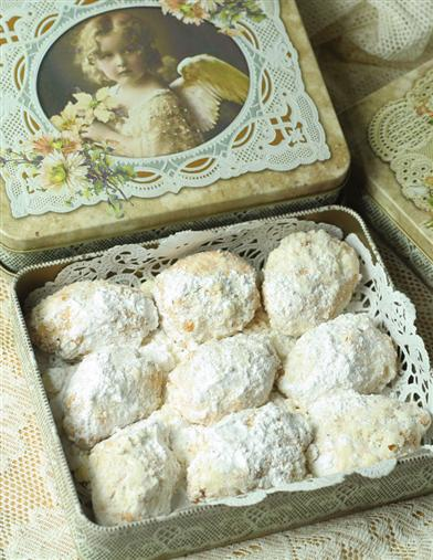 RUSSIAN TEA CAKES IN HEAVENLY TIN
