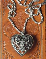 CRYSTAL PUFF FILIGREE HEART PENDANT