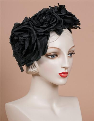 LOUISE GREEN ROSES FASCINATOR