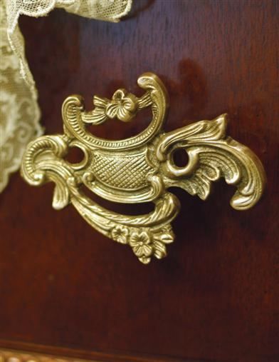 LARGE VERSAILLES DRAWER PULL