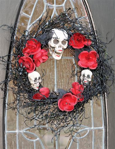SALON SALOME SHRUNKEN HEADS WREATH