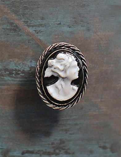 CAMEO KNOBS (SET OF 4)
