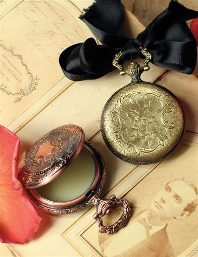 SOLID PERFUME IN A POCKET WATCH