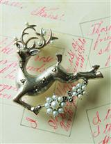 PRETTY PRANCER BROOCH/PENDANT