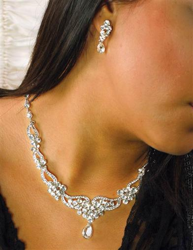 Victorian Costume Jewelry to Wear with Your Dress Swarovski Crystal Florence Necklace $34.99 AT vintagedancer.com