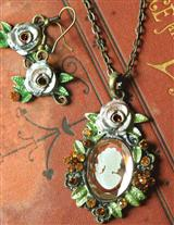 BELLE AMONG ROSES NECKLACE & EARRINGS