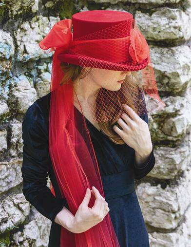Victorian Style Hats, Bonnets, Caps, Patterns Lady Red Equestrienne Top Hat $29.99 AT vintagedancer.com