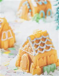 Cozy Village Cakelet Pan