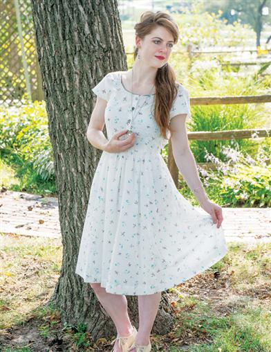 Cottagecore Dresses – Aesthetic, Granny, Vintage April Cornell Camp Swallow Porch Dress Extra Extra $119.95 AT vintagedancer.com