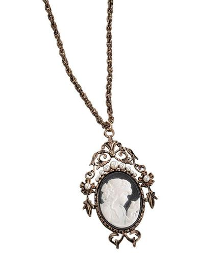 Filigreed Cameo Pendant Necklace