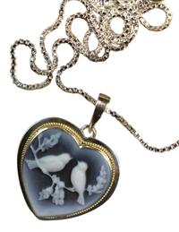 LOVEBIRDS CAMEO NECKLACE (STERLING SILVER)