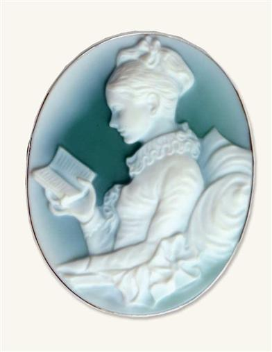GIRL READING CAMEO PENDANT (STERLING SILVER)